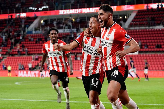 PSV viert de 2-1 van Romero (rechts).