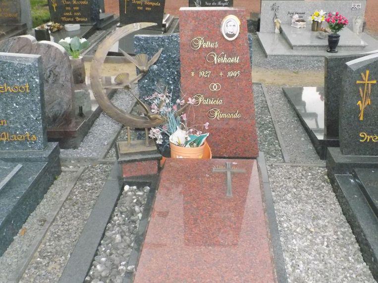 Het graf van Peerke op de begraafplaats in Wolfsdonk.