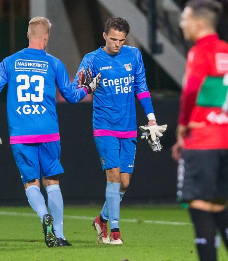 NEC-doelman Norbert Alblas loopt vermoedelijk zware blessure op