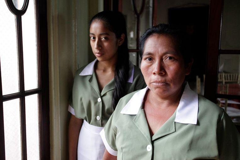 La Llorona María Mercedes Coroy (links) en María Telón in La Llorena.   Beeld Filmdepot