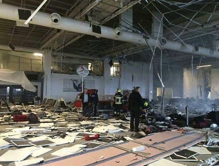 De vertrekhal van de luchthaven in Zaventem werd volledig verwoest door de aanslagen. Heel wat mensen willen helpen om de schade te herstellen.