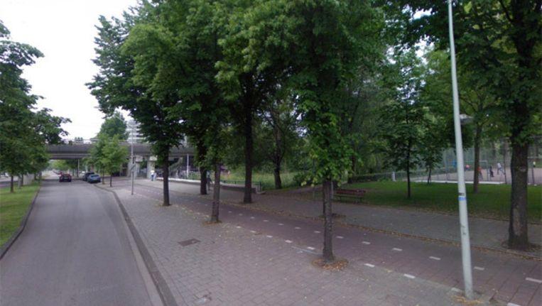 De omgeving van de Postjesweg waar de voetbaltrainer overvallen is. Foto Google Streetview Beeld