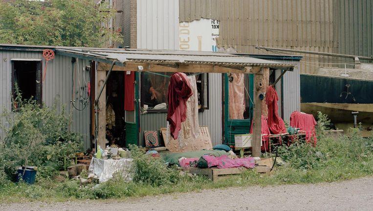 Sem Langendijk fotografeerde twee jaar lang bewoners en woonplekken op het ADM-terrein (Westelijk Havengebied) Beeld Sem Langedijk