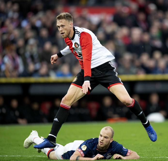 Nicolai Jørgensen schiet de 1-0 binnen.