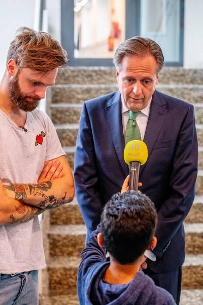 Tim Hofman heeft asielkind gebruikt in documentaire, zegt VVD-minister Van Nieuwenhuizen