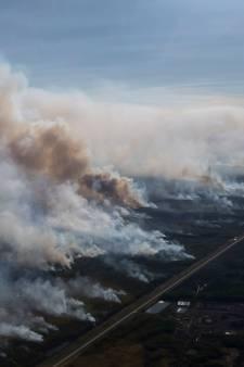 Vlammenzeeën verwoesten de poolgebieden: 'Zombiebranden bijna niet te bestrijden'