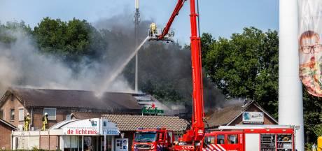 Restaurant De Lichtmis brandt af in jubileumjaar: 'Alle gasten moeten afgebeld worden'
