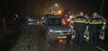 Autodief rijdt de sloot in en slaat na ongeluk op de vlucht in Randwijk