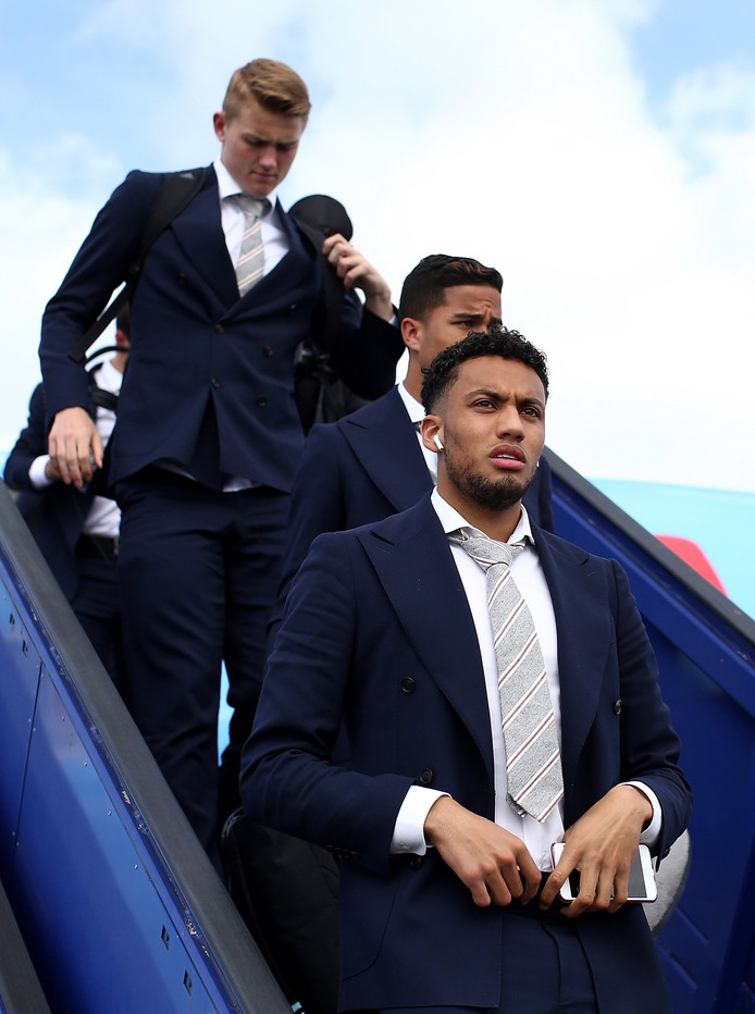 epa05983619 A handout photo made available by UEFA shows Ajax player Jairo Riedewald (foreground) and teammates arriving in Stockholm, Sweden 23 May 2017. Ajax Amsterdam will face Manchester United in the UEFA Europa League Final in Stockholm on 24 May.  EPA/JAN KRUGER  / UEFA HANDOUT  HANDOUT EDITORIAL USE ONLY/NO SALES