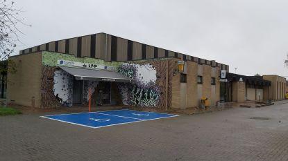 Dak van sporthal wordt gerenoveerd
