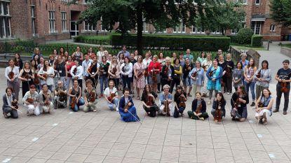 100 Suzuki-leraren strijken neer in Heilig Graf