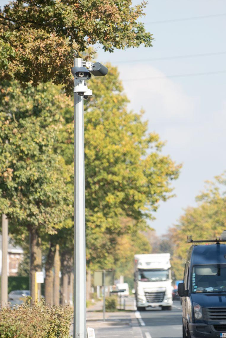 """De camera's voor de trajectcontrole zijn geplaatst, maar werken nog niet. """"Het verkeer heeft in ons dorp nu vrij spel"""" vinden inwoners van  Melden."""