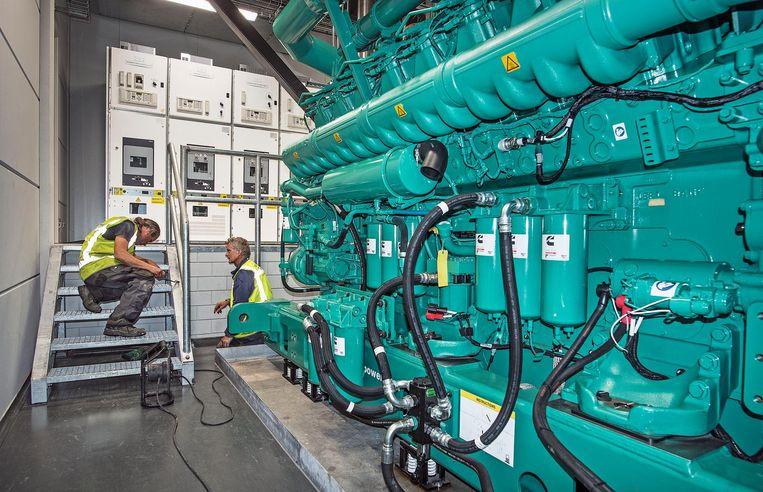 Mocht de elektriciteit uitvallen, dan nemen enorme dieselgeneratoren de stroomvoorziening over. Beeld Guus Dubbelman / de Volkskrant