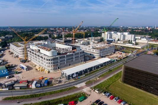 Het nieuwe Amphia, een jaar nadat met de bouw werd gestart. Volgende maand wordt het hoogste punt van de bouw bereikt. De foto werd recent gemaakt met een drone.