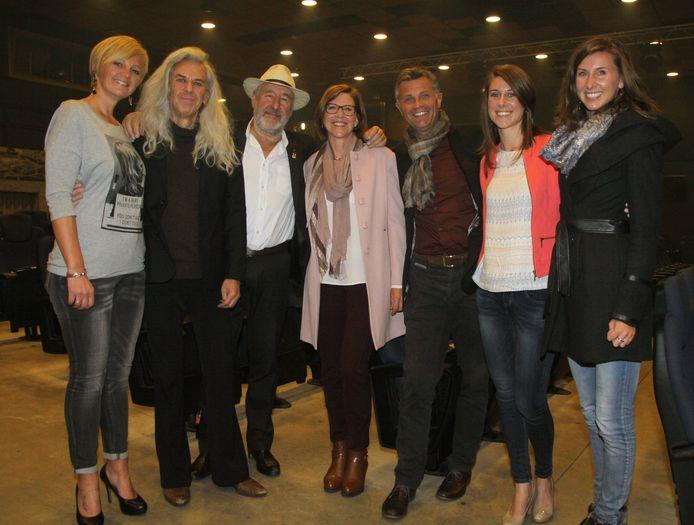 Barbara Dex, Guido Belcanto en Jan De Smet in het gezelschap van Lydia, haar man Bob Schoepen en hun dochters.