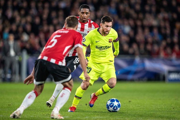Messi aan de bal.  Beeld Guus Dubbelman - de Volkskrant