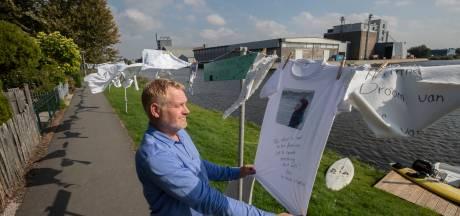 Honderden witte kledingstukken aan waslijn in Emmeloord als eerbetoon en positief geluid