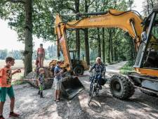 Boze buurt sluit stoffige zandweg tussen Wehl en Didam