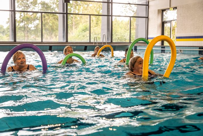 Zwembad De Wissen in Helmond heeft ook de deuren weer geopend voor zwemmers.