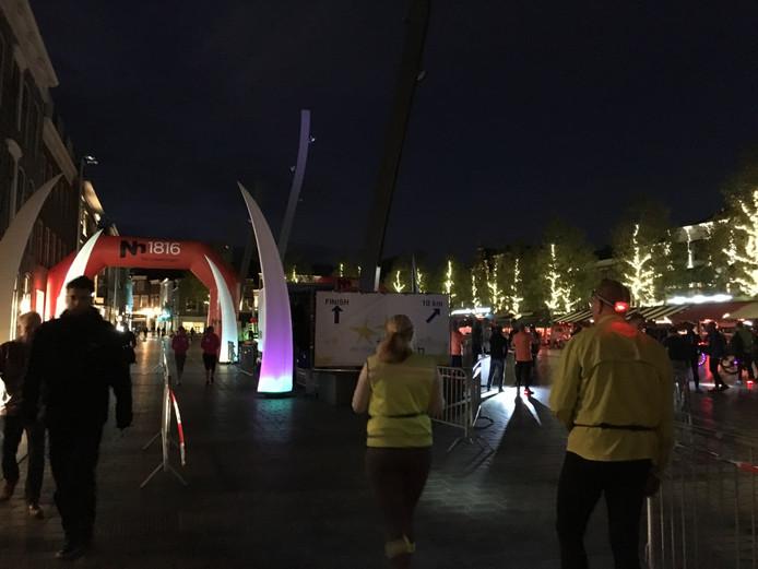 De finish van de Nightrun op de Grote Markt in Goes.