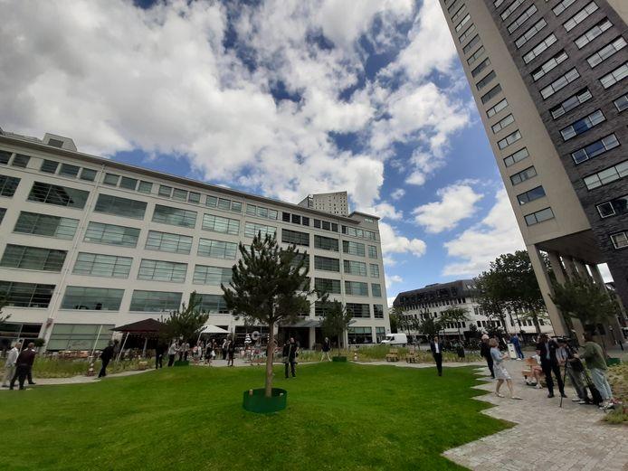 De officiële opening van het Prins Clausplein in Eindhoven door minister Cora van NIeuwenhuizen en wethouder Rik Thijs.