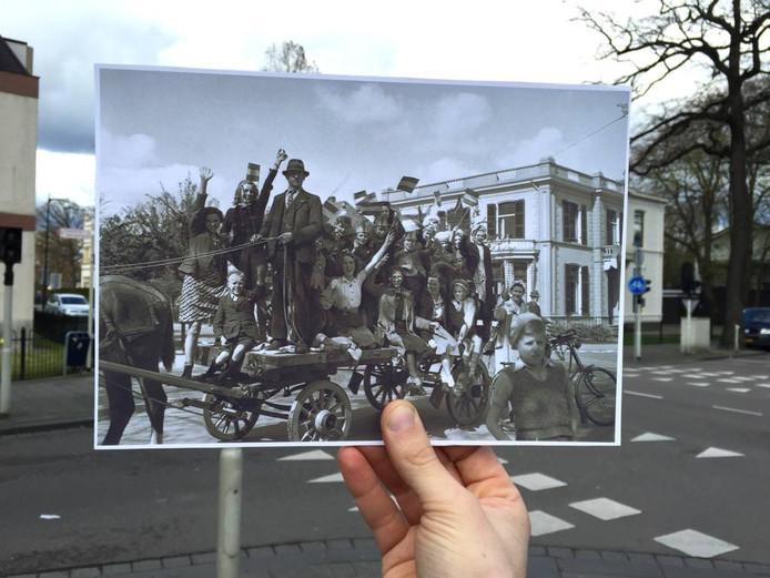 Apeldoorn, 1945. Feestvierende kinderen op een paardenwagen op de hoek Kerklaan/Paslaan. Op de achtergrond het herkenbare gebouw waar tot voor kort Rodenburg Makelaars zat.