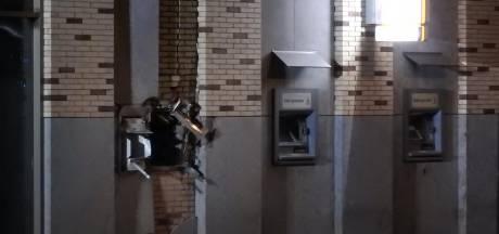 Plofkraak op Rabobank Uden: 12 appartementen in holst van de nacht ontruimd