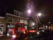Jonge vrouw in Hengelo klimt in dakgoot na vreemde lucht in woning