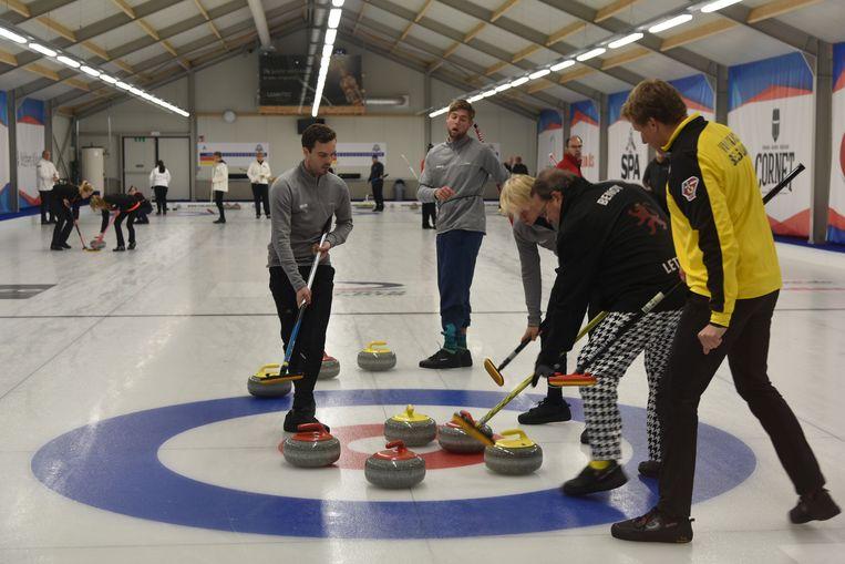 In de curlinghal in Elewijt namen België, Nederland en Luxemburg het tegen mekaar op.