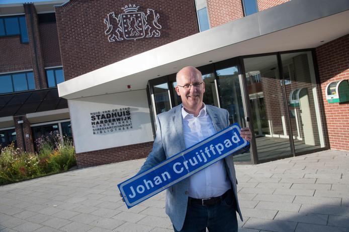 Bert Holleman wil een Johan Cruijffpad, maar ook een Jan Bosdreef en een hele wijk met sportstraatnamen.