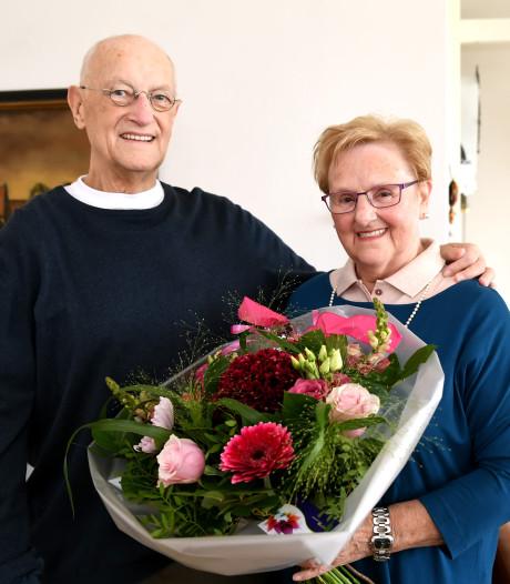 Stan en Dini van Dongen werden in de bus verliefd op elkaar, nu zijn ze 60 jaar getrouwd