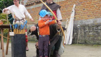 Kinderen reizen in het MOT naar de middeleeuwen