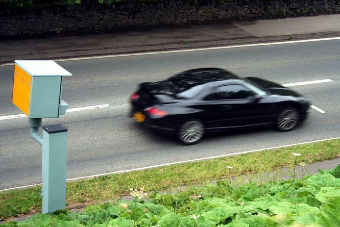 Een automobilist wordt gesnapt door een camera