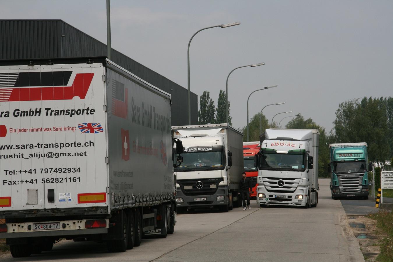 De vrachtwagenchauffeurs die halt houden in het industriepark van Erpe-Mere blijken een geliefde prooi voor valse agenten. (Archieffoto)