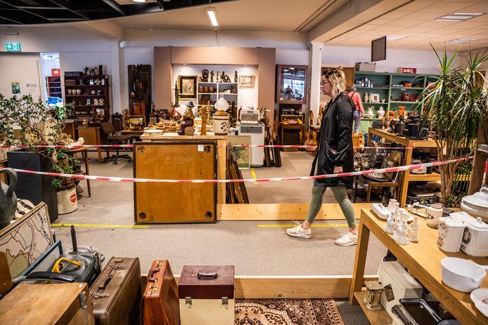 De kringloopwinkels van 2Switch in Doesburg, Dieren en Westervoort gaan dinsdag weer open.