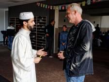 Verslaggever Ard Schouten doet mee aan de ramadan: er wordt over hem gepraat, blijkt in de moskee