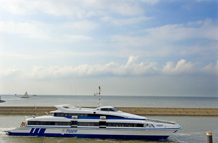 Een veerboot van Rederij Doeksen in de haven van Harlingen.
