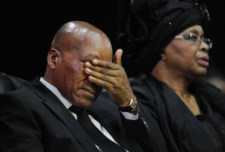 De Zuif Afrikaanse president Jacob Zuma in tranen. Beeld ap