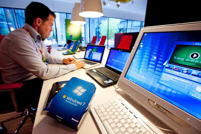 Softwaregigant Microsoft lanceerde in 2009 op hun Nederlandse hoofdkantoor op Schiphol het besturingssysteem Windows 7. Het was de opvolger van het veel bekritiseerde Windows Vista, dat nog geen drie jaar op de markt was. Het systeem is inmiddels verouderd.