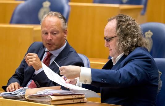 Remco Dijkstra (VVD) (L) en Dion Graus (PVV) tijdens het Kamerdebat