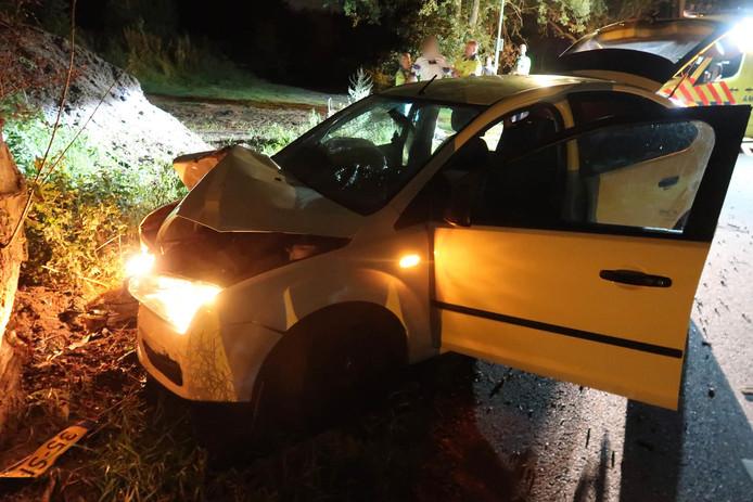 De auto vloog door onbekende oorzaak uit de bocht