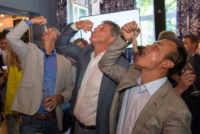 De harinkjes gingen er goed in tijdens de Brabantse Haringparty 2019 op Landgoed Huize Bergen in Vught.