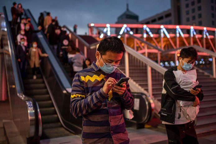 De experimenten werden in het donker uitgevoerd, omdat al is aangetoond dat UV-licht het virus doodt.