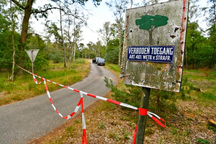 Zondag onderzocht de recherche de berm van een zijstraat van de Eindhovenseweg, vlakbij Waalre, vanwege de verkrachting van een 15-jarig meisje.