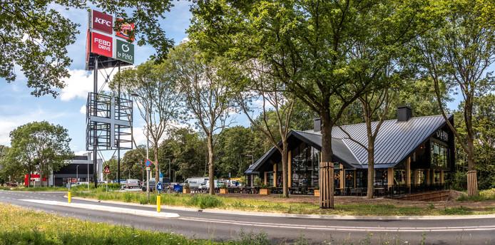 De reclamemast is ingericht en de restaurants beginnen er aardig op te lijken. De restaurants op foodcourt de Vrolijkheid in Zwolle gaan de komende weken open. De eerste datum is al bekend; de KFC opent op 18 juli de deuren.
