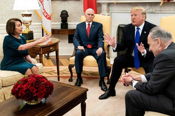 Nancy Pelosi samen met president Donald Trump bij eerdere onderhandelingen over de shutdown.