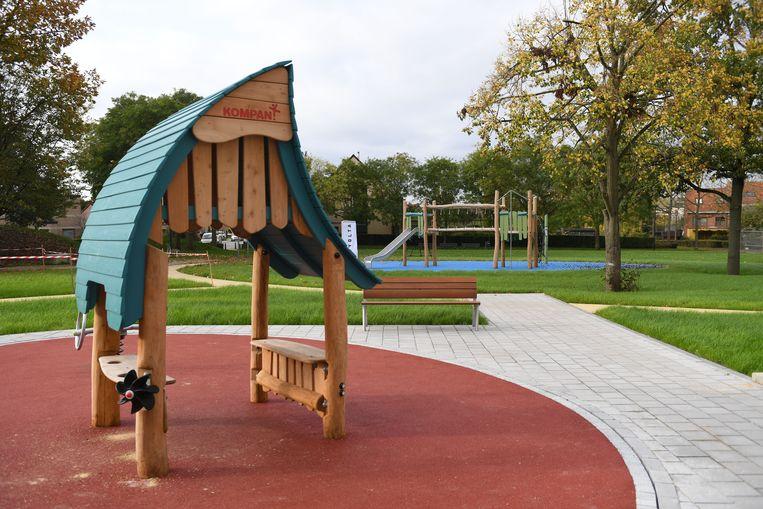 Speelterrein Lovensveldwijk in Lolanden is net op tijd klaar voor de herfstvakantie.