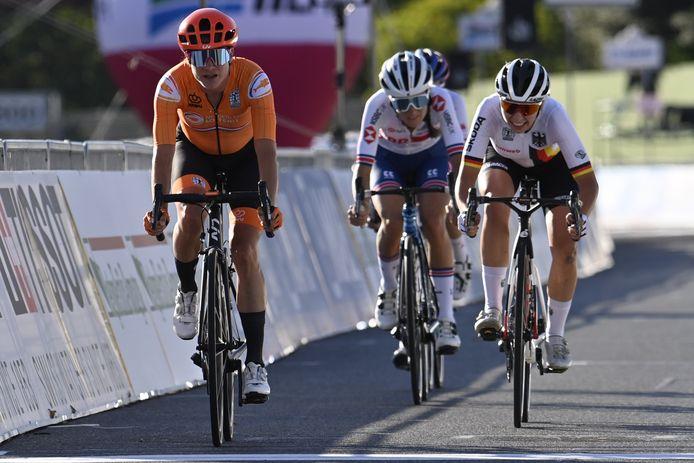 Marianne Vos won de sprint om de vierde plek.