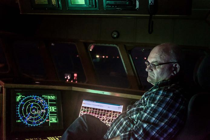 Gert Lokker in het stuurhuis van de GO26