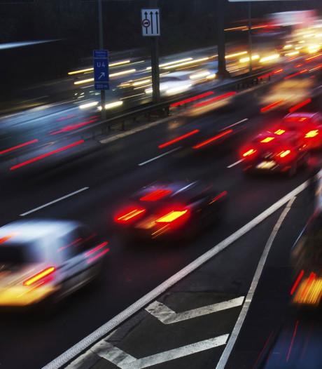 Drukke ochtendspits door ongelukken op A16 en A27